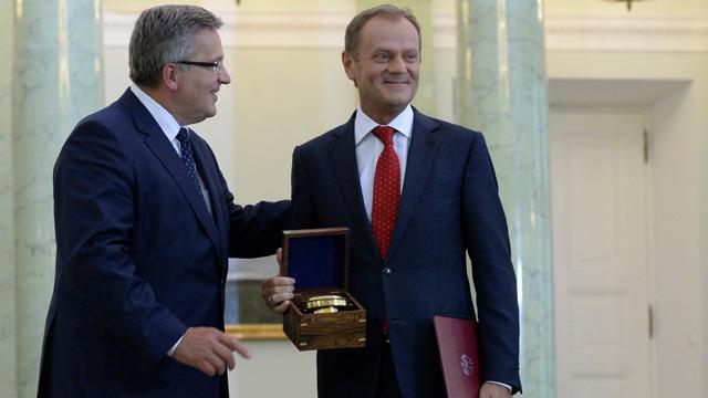 Prezydent RP Bronisław Komorowski podarował mosiężną busolę żeglarską z Sklep.marynistyka.org Premierowi Tuskowi z życzeniami owocnej podróży przez politykę europejską i szczęśliwego powrotu